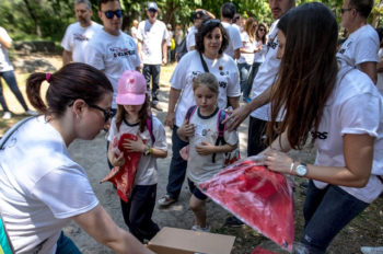 Outdoor fun for the Disney VoluntEARS Earth Day in Spain (Spanish)